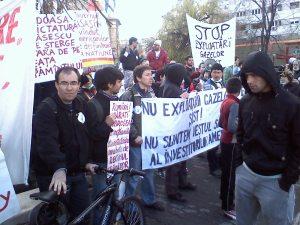 protest universitate anti fracking impotriva chevron