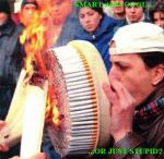 man smoker lot of cigarettes, fumator multe tigari cum sa te lasi de fumat greseli in renuntarea la tigari, sfaturi pentur fumatori Allen Carr, ceicunoi.wordpress.com