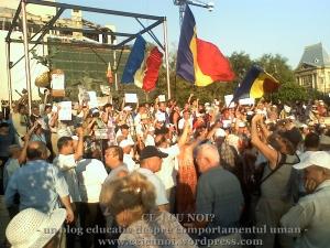 protestatari in piata universitatii doresc respectarea votului celor 7.4 milioane de romani, care doresc demiterea lui Base 21 august 2012, ceicunoi.wordpress.com