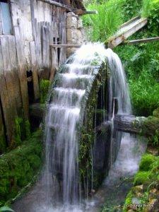 Moara de apa tradiţională de la Rimetea romanian old water power plant, dezastru ecologic microhidrocentrale moderne, ceicunoi.wordpress.com, lumeamare.ro
