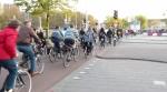 biciclete olanda utrecht in trafic benzi banda speciala pentru biciclisti bicicleta alternativa de transport deplasare printre masini poluare noxe cancerigene, infrastructura rutiera, ceicunoi.wordpress.com