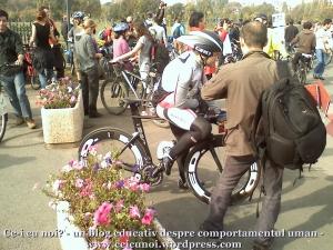 poze foto imagini eveniment mars protest bicicleta 27 oct 2012 Bucuresti Existam si o sa avem banda pista piste ilegale biciclisti, adunare parc izvor finish traseu pe doua roti bicicleta cursiera, ceicunoi.wordpress.com