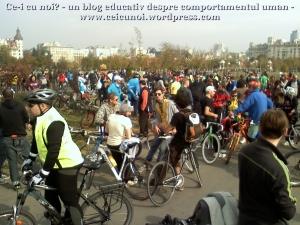 poze foto imagini eveniment mars protest bicicleta 27 oct 2012 Bucuresti Existam si o sa avem banda pista piste ilegale biciclisti, adunare parc izvor finish traseu pe doua roti ceicunoi.wordpress.com