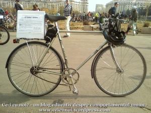 poze foto imagini eveniment mars protest bicicleta 27 oct 2012 Bucuresti Existam si o sa avem banda pista piste ilegale biciclisti, bicileta ce-i cu noi, un blog educativ despre comportamentul uman, ceicunoi.wordpress.com