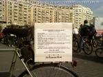 poze foto imagini eveniment pancarte pancarta cutie pizza mars protest bicicleta 27 oct 2012 Bucuresti Existam si o sa avem banda pista piste ilegale biciclisti, ceicunoi.wordpress.com 1