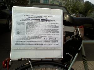 poze foto imagini eveniment pancarte pancarta cutie pizza mars protest bicicleta 27 oct 2012 Bucuresti Existam si o sa avem banda pista piste ilegale biciclisti, ceicunoi.wordpress.com 2