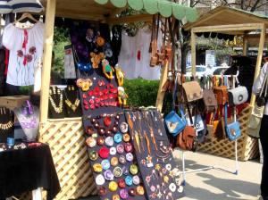 alternativa cadouri de craciun atelier hand made obiecte facute manual ieftine targ vintage brose genti piele etc