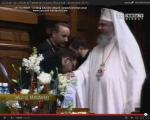 poze concert traditional colinde craciun sarbatori trinitas patriarhul Daniel da cadouri coristii pupa mana ca niste slugi 2011 2