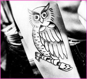 simboluri masonice in industria muzicala justin bieber concert tatoo tatuaj pe mana cu bufnita masonica instrument in mana celor care conduc lumea din umbra 2