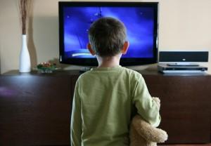 dependenta de televizor, riscuri, efecte, probleme cauzate de privitul la TV, televiziunea manipuleaza, controleaza mintea umana, hipnotizeaza si amorteste creierul omului, televizorul e drog 4