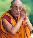 Interviu Dalai Lama. Este posibila unirea economiei cu altruismul Avantajele probleme economice actuale goana dupa profit, devalorizarea banilor, plata incorecta a muncii alternativa economica sistem capitalist