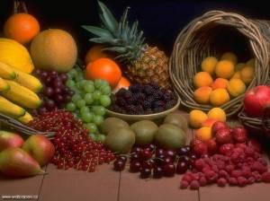 Fructele se mananca pe stomacul gol. Nu amestecati fructe cu legume sau alt tip de mancare. Sfaturi dieta alimentatie sanatoasa sucuri naturale cum sa fii sanatos si sa traiesti mult si fara boli retete 2