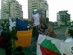2 protest miting manifestatie eveniment rosia montana 22 septembrie 09 2013 in iasi importriva anti proiectul minier cu cianuri protestatar