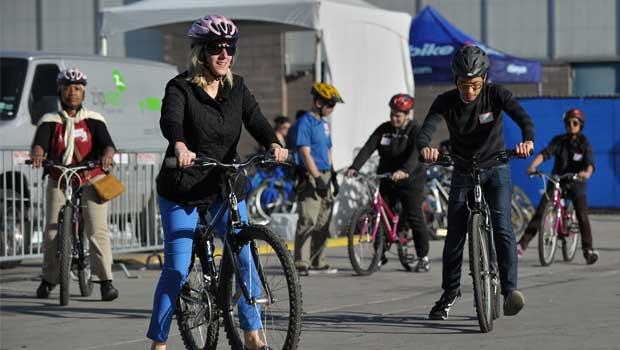 Curs gratuit - cum inveti sa mergi pe bicicleta, sambata, 7 septembrie 2013, ora 11, parcul Kisselef, Bucuresti. Lectii sfaturi biciclisti incepatori metoda usoara de invatat mersul pe doua roti