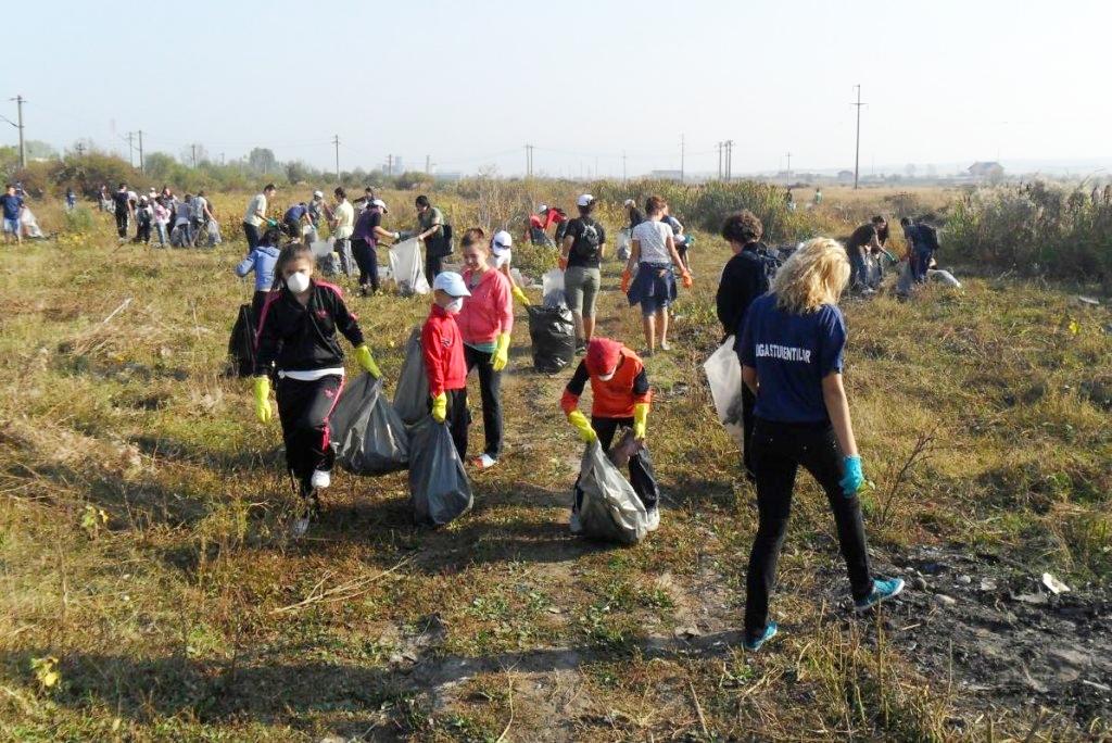 Poze Imagini Foto Argumente Impotriva Anti Initiativa Campania Let Do It Romania Ziua Curatenie Nationala 28 Septembrie 09 Studenti Voluntari Gunoaie Deseuri Targu Jiu Copii Ie