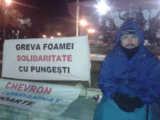 Alexandru Popescu a intrat in greva foamei la Teatrul national TNB Bucuresti Universitate din 21 decembrie 2013 solidaritate cu Pungesti anti Chevron impotriva gaze sist nedreptate coruptie mafie