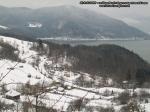 poze imagini foto peisaj iarna bicaz judet neamt moldova romania europa zapada baraj lac izvorul muntelui apa case pe dealuri brazi padure munte  3