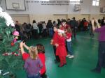 targ decoratiuni cadouri felicitari ornamente obiecte pictate decorate craciun sarbatori iarna facute de copii elevi scoala sala sport bucuresti decembrie 2013 2