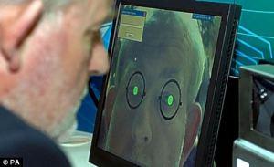 Aplicatii telefon mobil IPhone care fura date biometrice. Cum isi ofera oamenii prin smartphone date personale - sanatate, pozitie geografica, recunoasterea faciala, iris, amprente aeroport ochi
