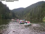 poze imagini foto lacul lacu rosu vara august 2013 oameni cu barca pe lac barci cu vasle tulpini scufundate copaci in apa padure turism judetul neamt cheile bicazului bicaz 1