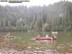 poze imagini foto lacul lacu rosu vara august 2013 oameni cu barca pe lac barci cu vasle tulpini scufundate copaci in apa padure turism judetul neamt cheile bicazului bicaz 2