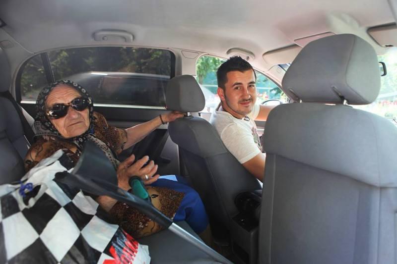 Transport taxi gratis gratuit in Bucuresti pentru persoane cu probleme financiare fara bani medicale locomotorii amarate nevoiasi saraci handicap fizic probleme deplasare urgente nevazatori femeie batrana carja