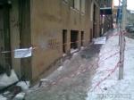 poze imagini galerie foto atentie cad turturi zapada cladiri - FOTO Bucuresti iarna 2013 2014 problema bucatilor de gheata care ne pica in cap romanii sunt inconstienti si ignoranti cu privire la propria viata 25