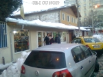 poze imagini galerie foto atentie cad turturi zapada cladiri - FOTO Bucuresti iarna 2013 2014 problema bucatilor de gheata care ne pica in cap romanii sunt inconstienti si ignoranti cu privire la propria viata 4