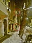 poze imagini galerie foto atentie cad turturi zapada cladiri - FOTO Bucuresti iarna 2013 2014 problema bucatilor de gheata care ne pica in cap romanii sunt inconstienti si ignoranti cu privire la propria viata 6
