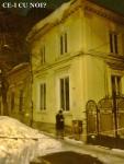 poze imagini galerie foto atentie cad turturi zapada cladiri - FOTO Bucuresti iarna 2013 2014 problema bucatilor de gheata care ne pica in cap romanii sunt inconstienti si ignoranti cu privire la propria viata 15