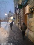 poze imagini galerie foto atentie cad turturi zapada cladiri - FOTO Bucuresti iarna 2013 2014 problema bucatilor de gheata care ne pica in cap romanii sunt inconstienti si ignoranti cu privire la propria viata 18
