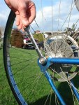 cheie roata demontare roti bicicleta schimbarea camerei inlocuire cauciuc butuc spate sfaturi achizitionarea unei biciclete second hand din occident magazine online biciclete  pe internet ce bicicleta SH