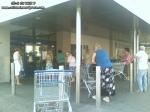 coada supermarket-urile distrug economia Romaniei efectele supermarketurilor asupra economiei locale magazine hypermarket butic cartier bani scosi din tara distrugerea afaceri familie profit 5