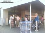 coada supermarket-urile distrug economia Romaniei efectele supermarketurilor asupra economiei locale magazine hypermarket butic cartier bani scosi din tara distrugerea afaceri familie profit 6