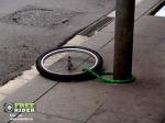 lant sistem antifurt bicicleta furturi biciclete legate stalp sfaturi achizitionarea unei biciclete second hand din occident magazine online biciclete  pe internet ce bicicleta SH sa iti cumperi de unde
