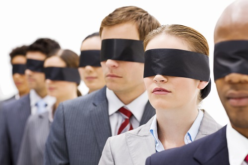 oameni orbi orbiti libertate vs sclavie iluzie versus adevar suntem neo sclavi muncitori moderni traim in iluzia ca suntem liberi NWO omul zombie sclavia moderna libertate normalitate ceicuno