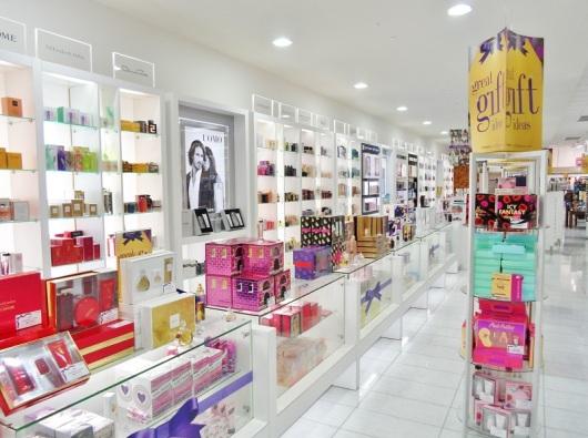 parfumurile ne imbolnavesc Produse de ingrijire, cosmetice si parfumuri toxice pline de chimicale nocive. Ingredientele din produsele de infrumusetare dauneaza grav sanatatii raport studiu efecte