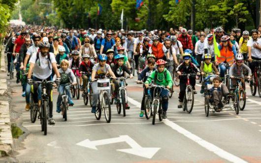Protest marsul biciclistilor 20 septembrie 2014 Bucuresti. Biciclistii ies in strada pentru un trafic normal la cap