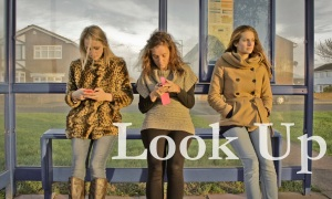 """Dependenta de tehnologie si retelele sociale FB facebook online. VIDEO Priveste in sus, nu la """"dispozitivele iluziei"""" moderne smartphone telefoane inteligente"""