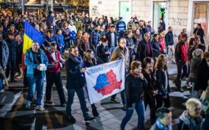 harta romania proteste 16 noiembrie 2014 transilvania rupere de regat romania diaspora segregare banner alegeri iohannis ponta