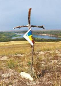 cruce improvizata eroi romani crengi tricolor carte Cotul Donului 1942 Vasile Soimaru
