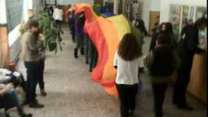 propaganda parada gay steag curcubeu scoala liceu george cosbuc bucuresti profesoara roxana marin