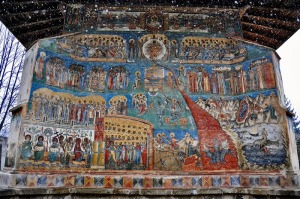 albastru voronet pictura fresca biserica manastire bucovina romania