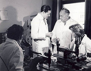 inventator roman Horia Hulubei in laborator