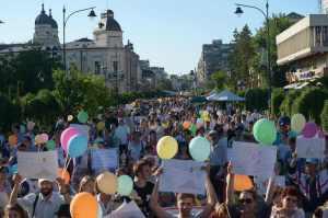 marsul-pentru-viata-femeie-familie-anti-avort-familia-traditionala-romana-protest-strada-copii