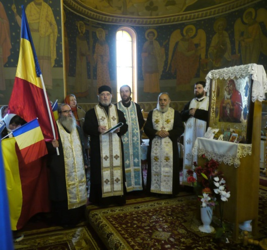 steag-tricolor-in-biserica-targu-secuiesc-2017-biserica-institutie-patriotica