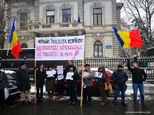 protest-profesori-stop-abuzurilor-stop-educatiei-homosexuale-in-scoli-inspectoratul-scolar-19-decembrie-2018-01